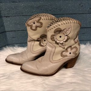 Preview International Cream Ankle cowgirl boots